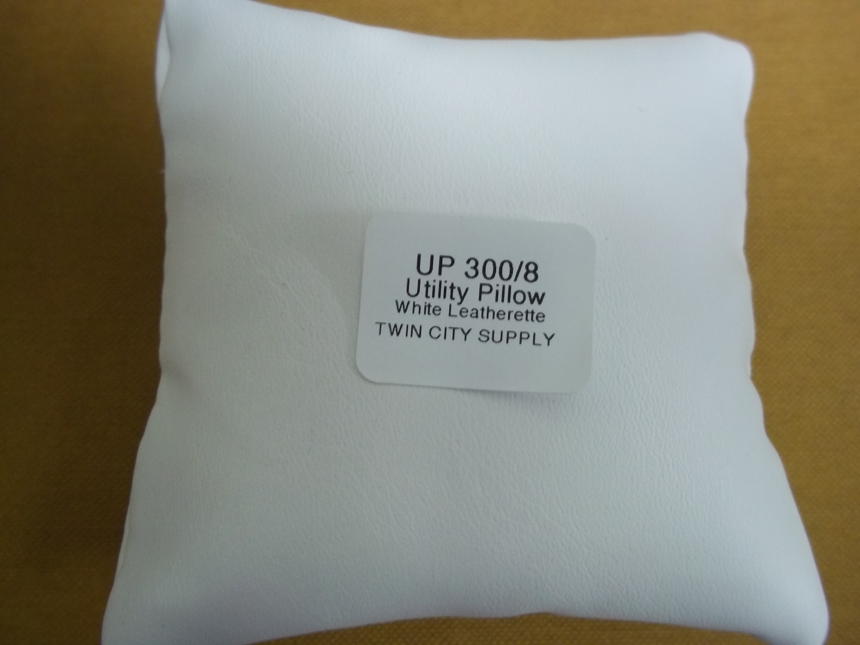UP300/8 White leatherette Utility (Display) Pillow